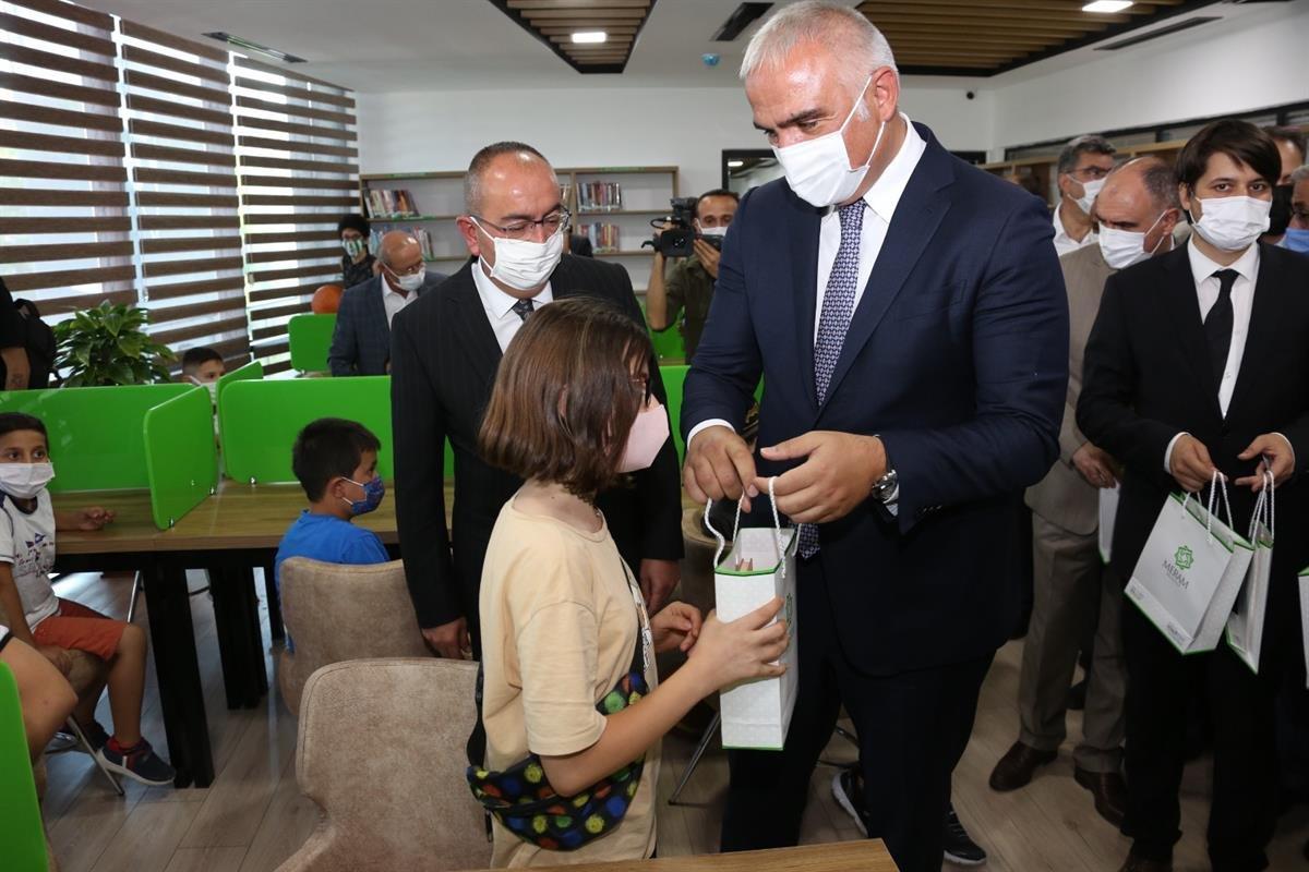 Meram Halk Kütüphanesini Bakan Mehmet Nuri Ersoy Açtı